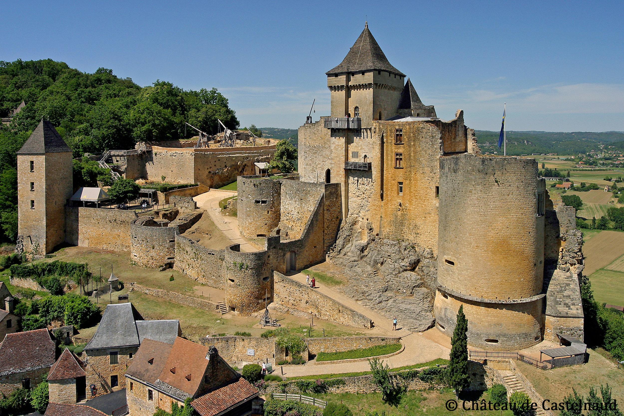 Vue_d'ensemble_Château_de_Castelnaud.jpg