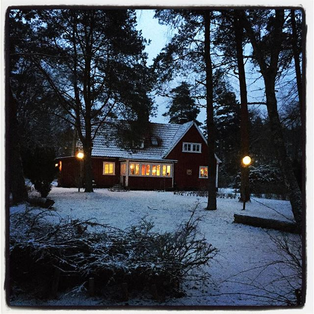 When you wake up and it looks a bit like a fairytale. A bit. #sweden #vallåsensvärdshus #vallåsen