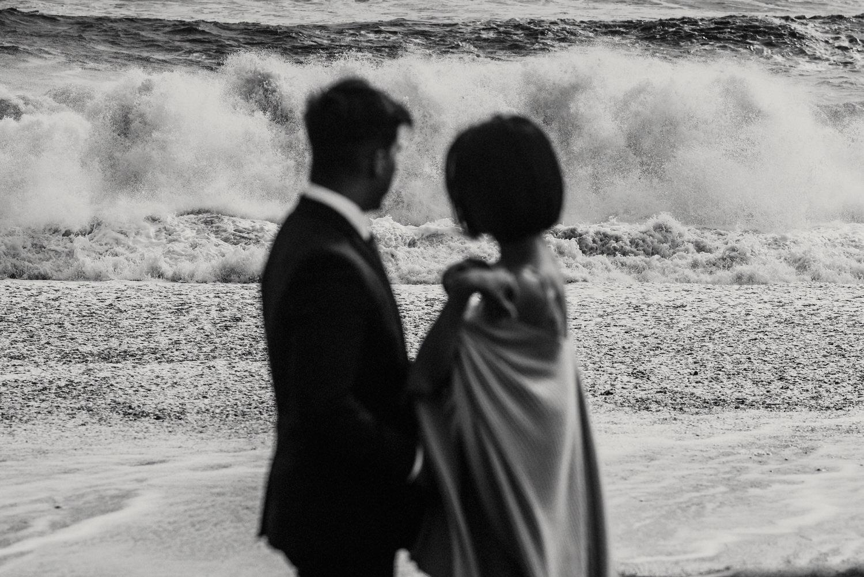 RRP_KerlynJustinSynopsis0189.jpgIceland Elopement / Sumarokova Atelier Wedding Dress / Reynisfjara Black Sand Beach