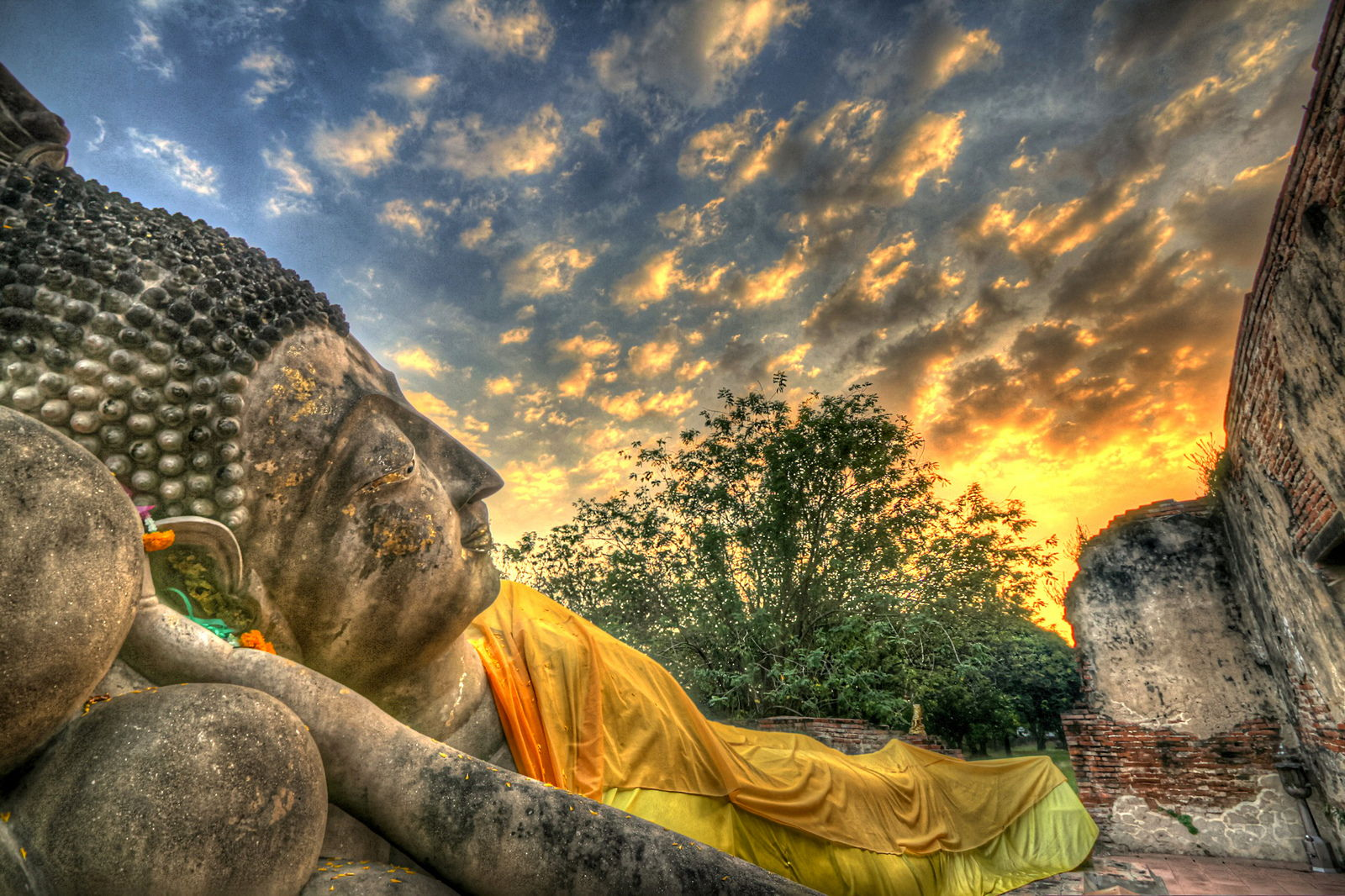 Reclining buddha at sunset.jpg