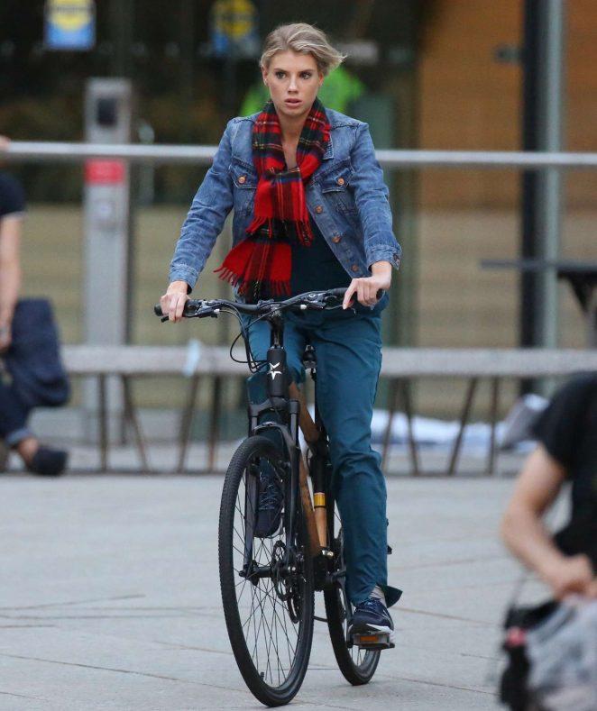 Charlotte-McKinney--On-the-set-of-Flatliners-greenstarbikes.jpg