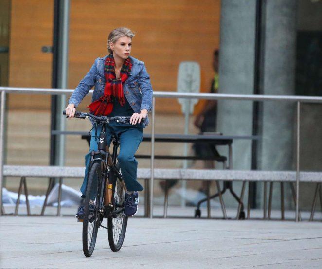 Charlotte-McKinney--On-the-set-of-Flatliners--greenstarbikes.jpg
