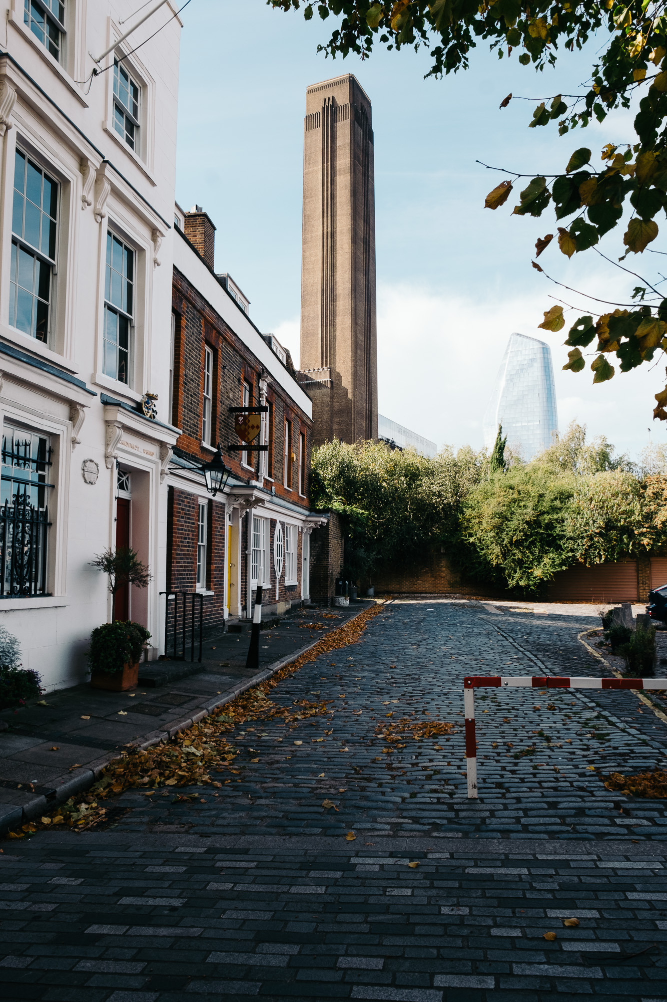 Looking towards the Tate Modern © Andrew Newson