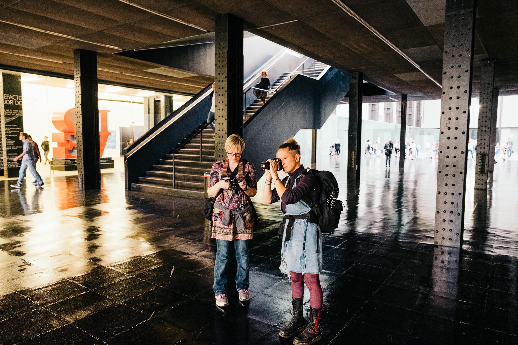 Bloss & Paula shooting at Tate Modern © Andrew Newson