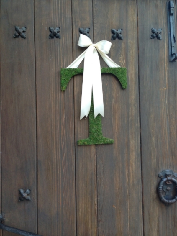 I loved the comfortable elegance of these moss covered initials on the church doors.
