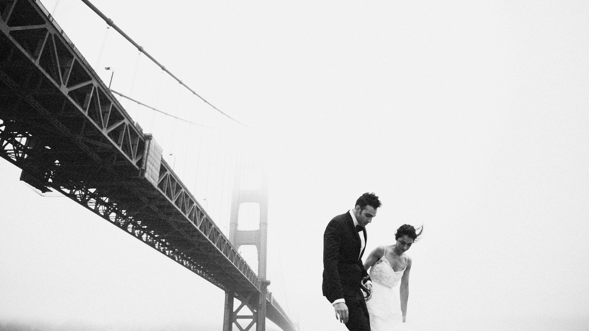 wedding photo with golden gate bridge in the background