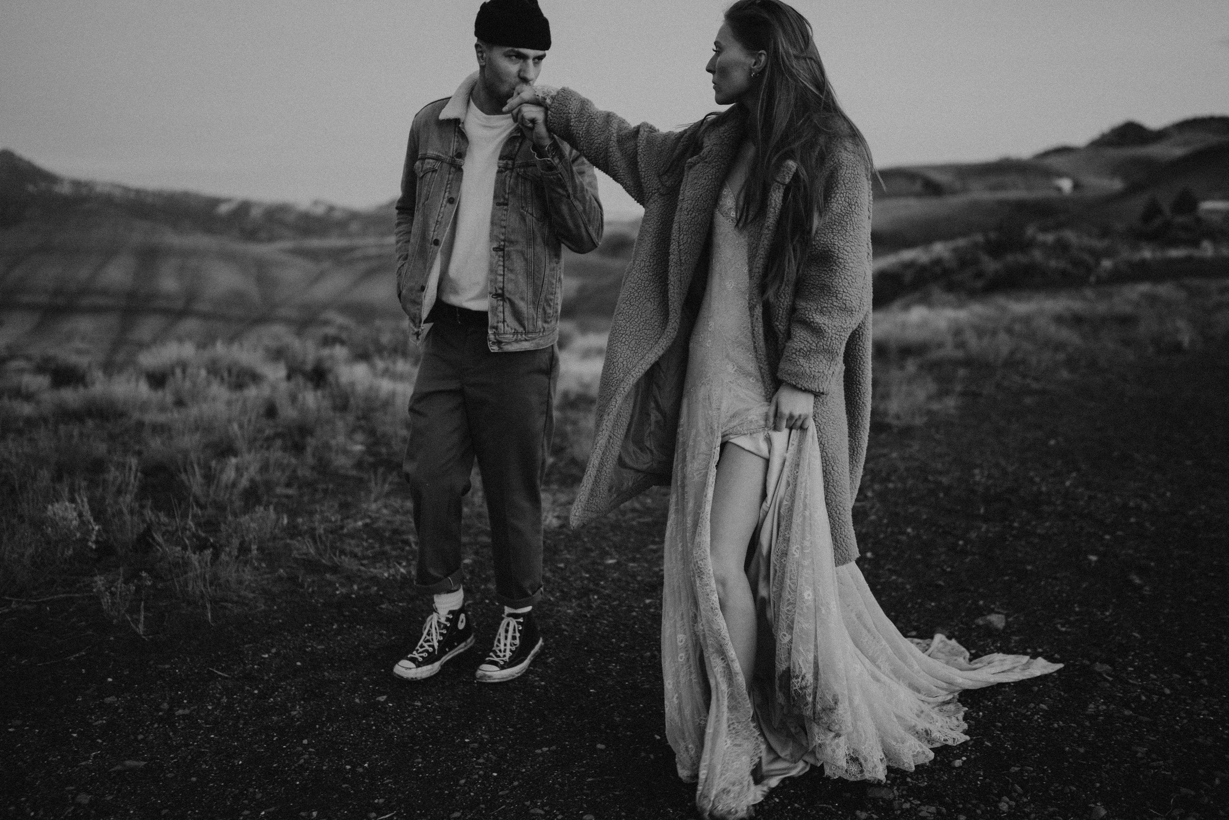 painted hills engagement photos