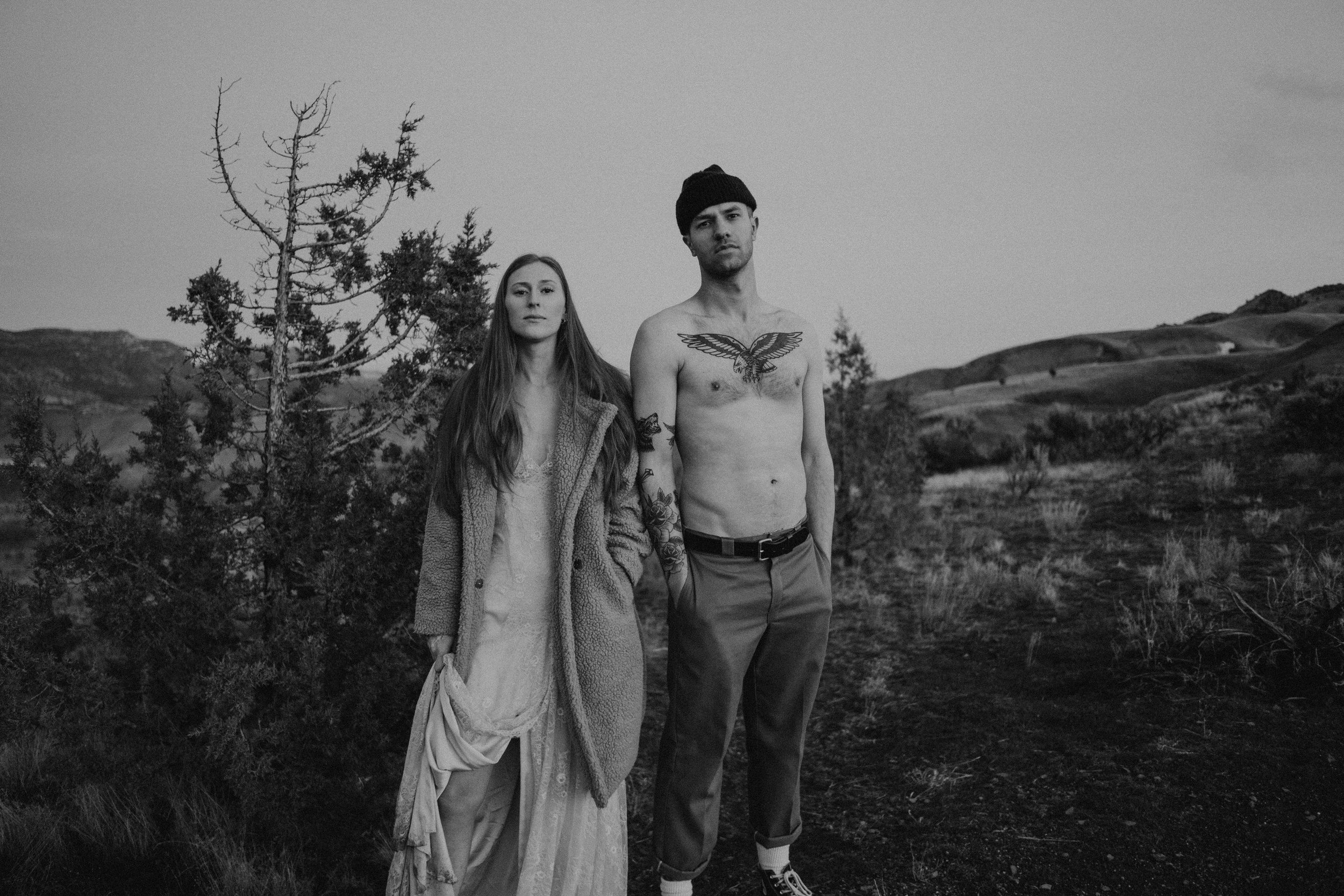 Engagement photos at the painted hills