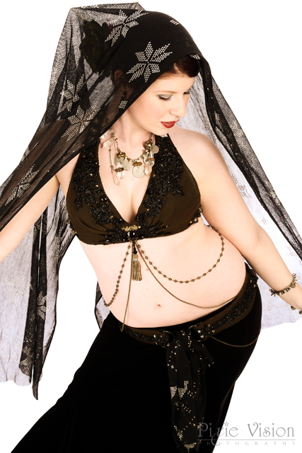 Photo by Pixie Vision Photography. Costume by Medina Maitreya. Necklace by Mardi Love.
