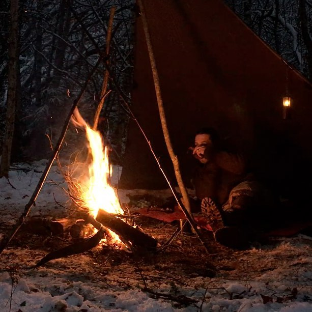 New video on my channel youtube.com/nagualero link in bio. Merry Christmas folks! 🌲🔥😍🤠 . . . . . . . . . #forestlife #wildernessculture #woodsman #outdoorsman #wildcamping #hiking #getoutside #wilderness #thegreatoutdoors #itsgreatoutthere  #modernoutdoorsman #bushcraft #naturelovers #natureadventure  #forestlife #wildernessadventure #outdoorlife #naturehiking #campingvibes #swedishnature  #intothewild #bushcrafting #outdoorlife #friluftsliv #bushcraftsverige #wildernessculture #wintercamping #chagatea #dutchovencooking #loue