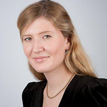 Lauren Ingram   Media relations specialist at Clarity PR