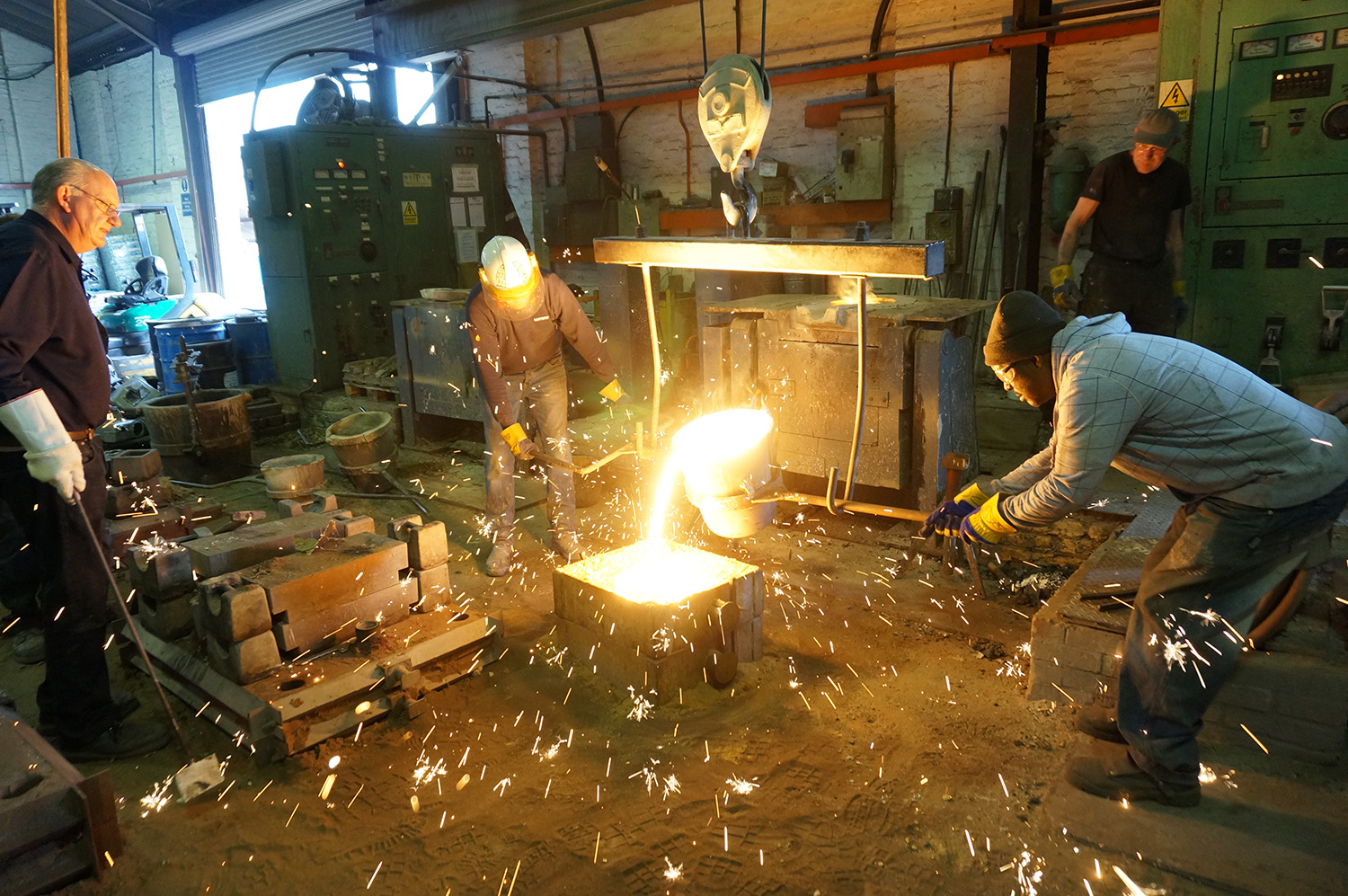 Casting iron meteorite at foundry