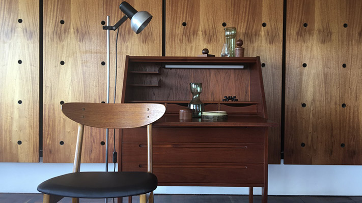 MØDERNIST SPECIALISES IN RESTORED DANISH MID-CENTURY FURNITURE, AS WELL AS LOCAL AND OTHER INTERNATIONAL PIECES FROM THE SAME PERIOD.  WE ALSO MANUFACTURE A RANGE OF COUCHES AND STOCK CONTEMPORARY RETAIL PRODUCTS FROM LOCAL DESIGNERS THAT COMPLEMENT THIS CORE AESTHETIC.  MODERNISM AS AN OVERALL SOCIALLY PROGRESSIVE TREND OF THOUGHT, AFFIRMS THE POWER OF HUMAN BEINGS TO CREATE, IMPROVE, AND RESHAPE THEIR ENVIRONMENT.