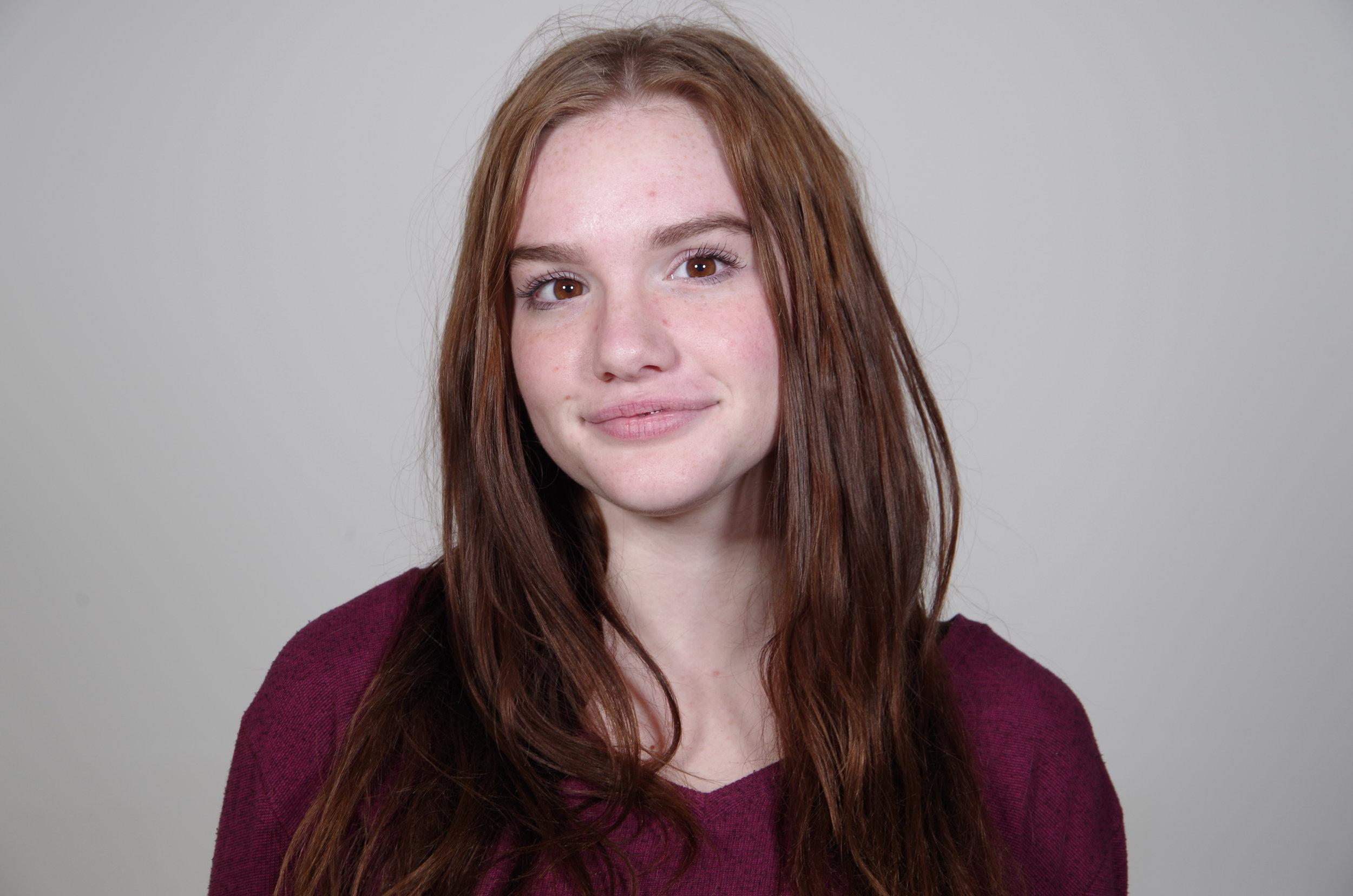 chloe larsen - copy editor