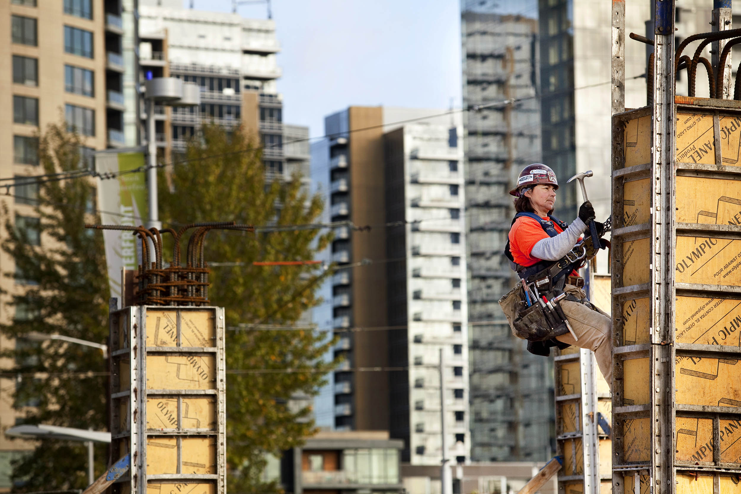10/31/2011 - Consturction on a new high-rise is under way in South Waterfront. Tribune Photo : Christopher Onstott