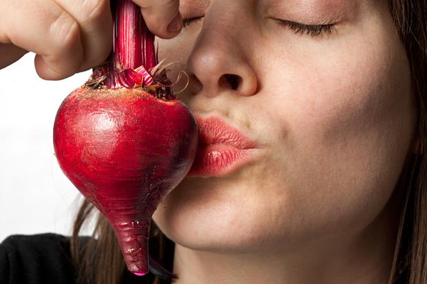 106187_CarouselImage_620x413_cosmetic_foods_lips