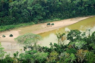 Uncontacted-Mashco-Piro-Indians-spotted-from-the-air-S.E.Peru-2007.jpg
