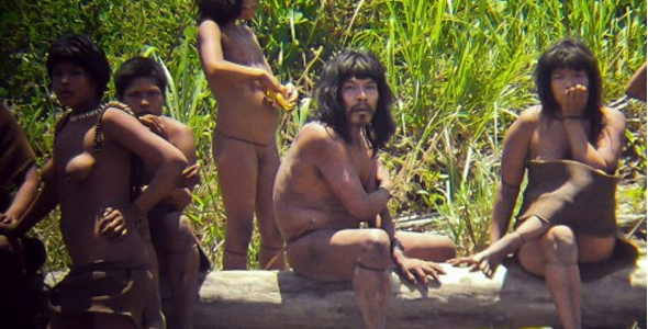 New images of an uncontacted Peruvian tribe, the Mascho-Piro Indians, reveal a small band of people, clad in beads & bands of fabric.     Read more