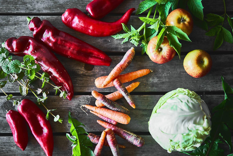Fermentiertes Gemüse mit heimischen Wiesenkräutern