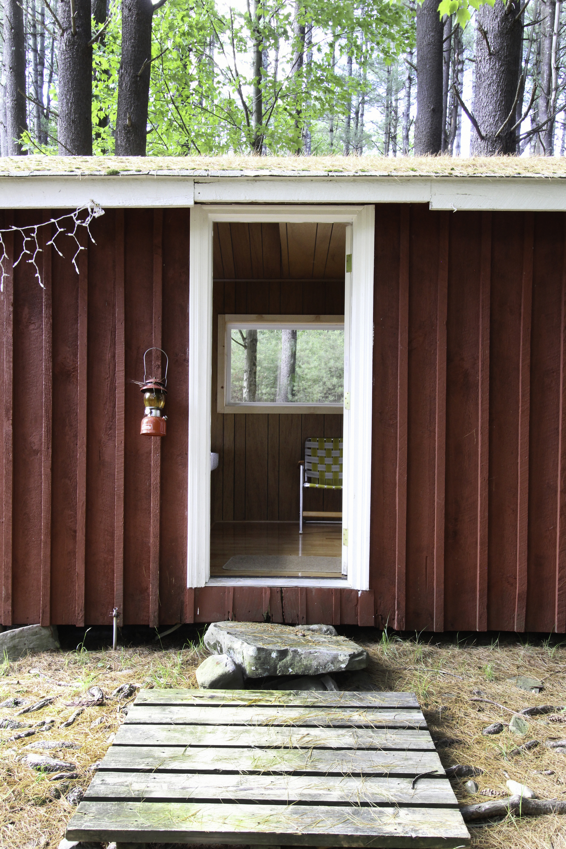 GROGKILL BUNKHOUSE EXTERIOR LOOKING IN.jpg