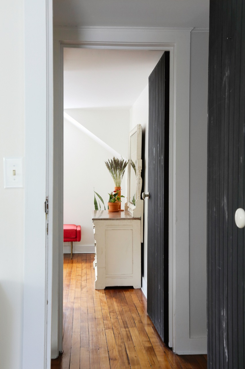 WILLOW COTTAGE BEDROOM TWO LOOKING INTO BEDROOM 3_ESCAPE BROOKLYN.jpg