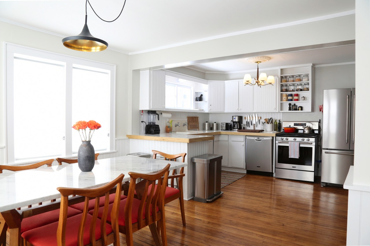 WILLOW COTTAGE DINING LOOKING INTO KITCHEN_ESCAPE BROOKLYN.jpg