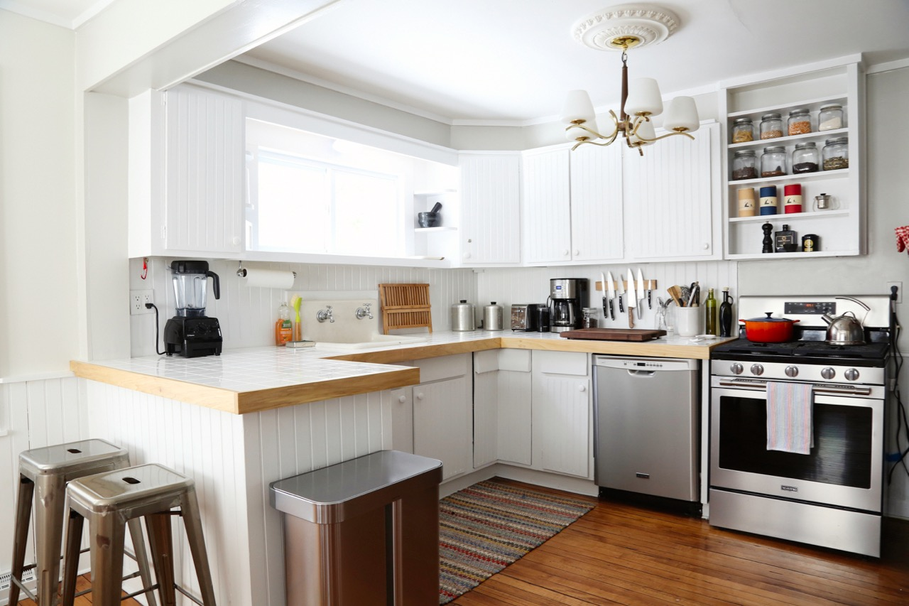 WILLOW COTTAGE KITCHEN ANGLE 1_ESCAPE BROOKLYN.jpg