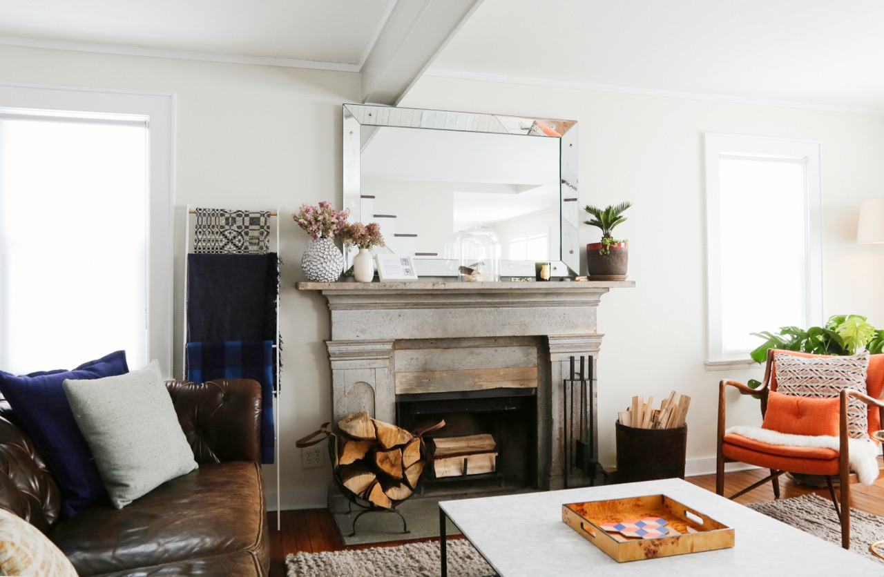 WILLOW COTTAGE LIVING ROOM FIREPLACE NOT LIT 1_ESCAPE BROOKLYN.jpg