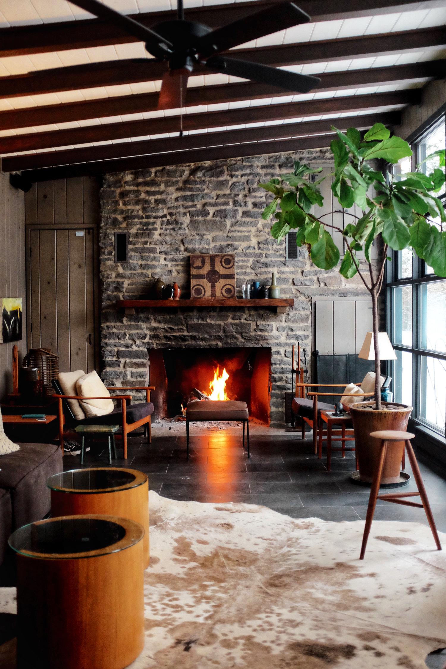 living+room+coal+cabin.jpg