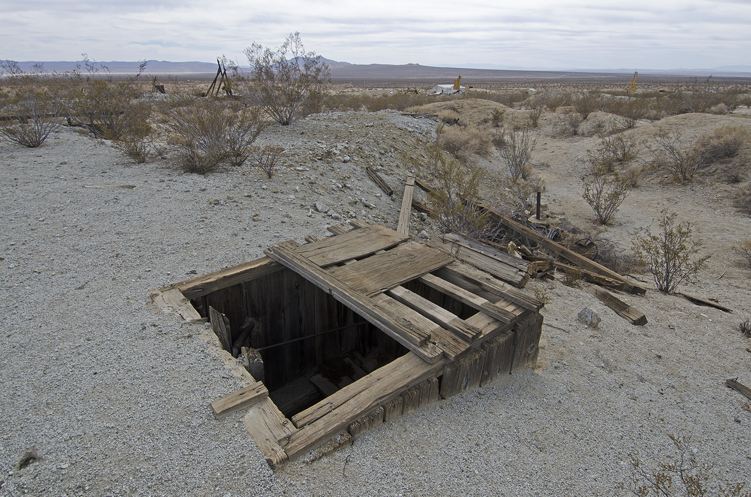 This mine shaft was very near the main highway, and even closer to the dirt road I was on. No protection to keep anyone away.
