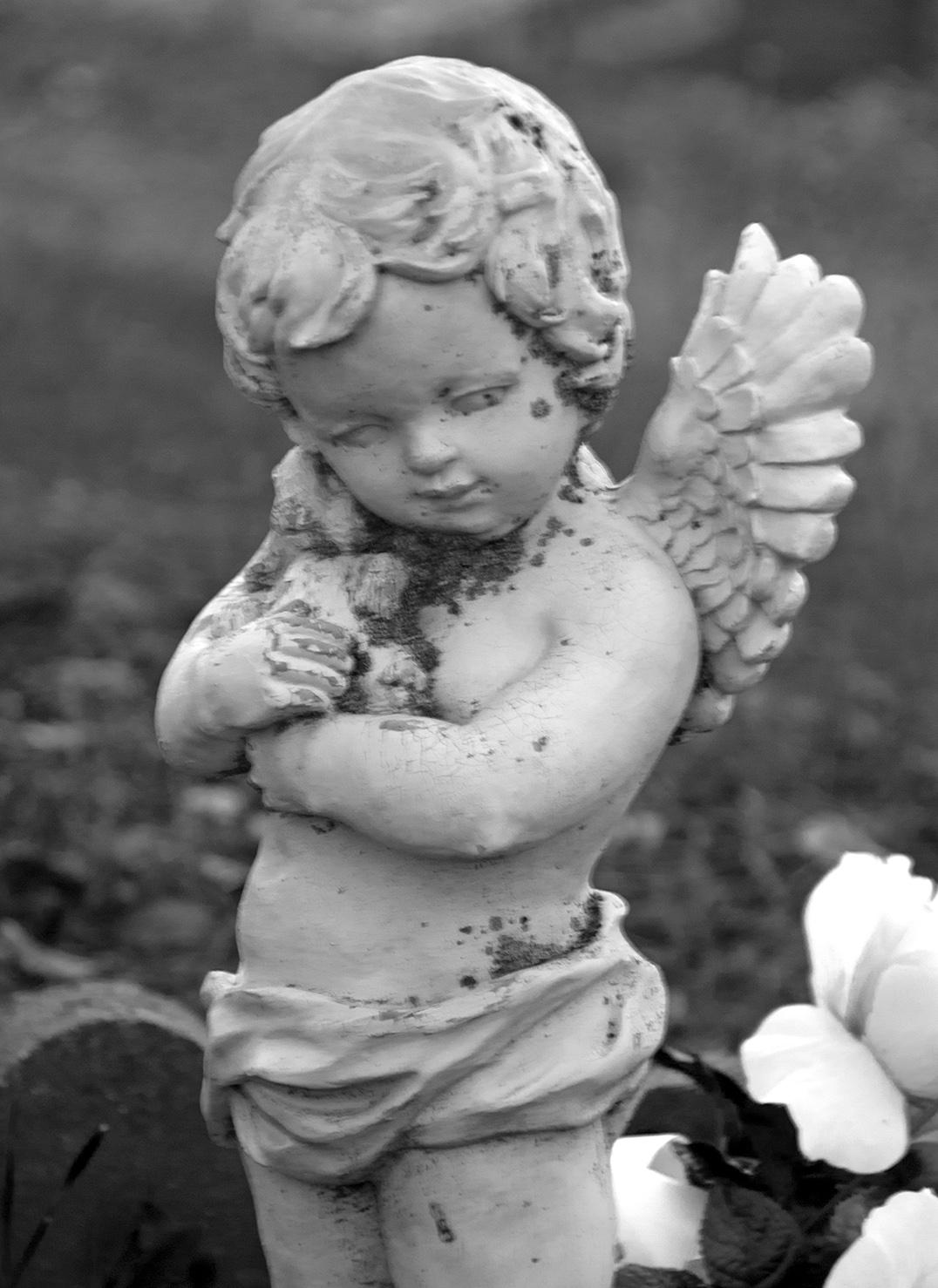 Altaville Protestant Cemetery Angel 01.jpg