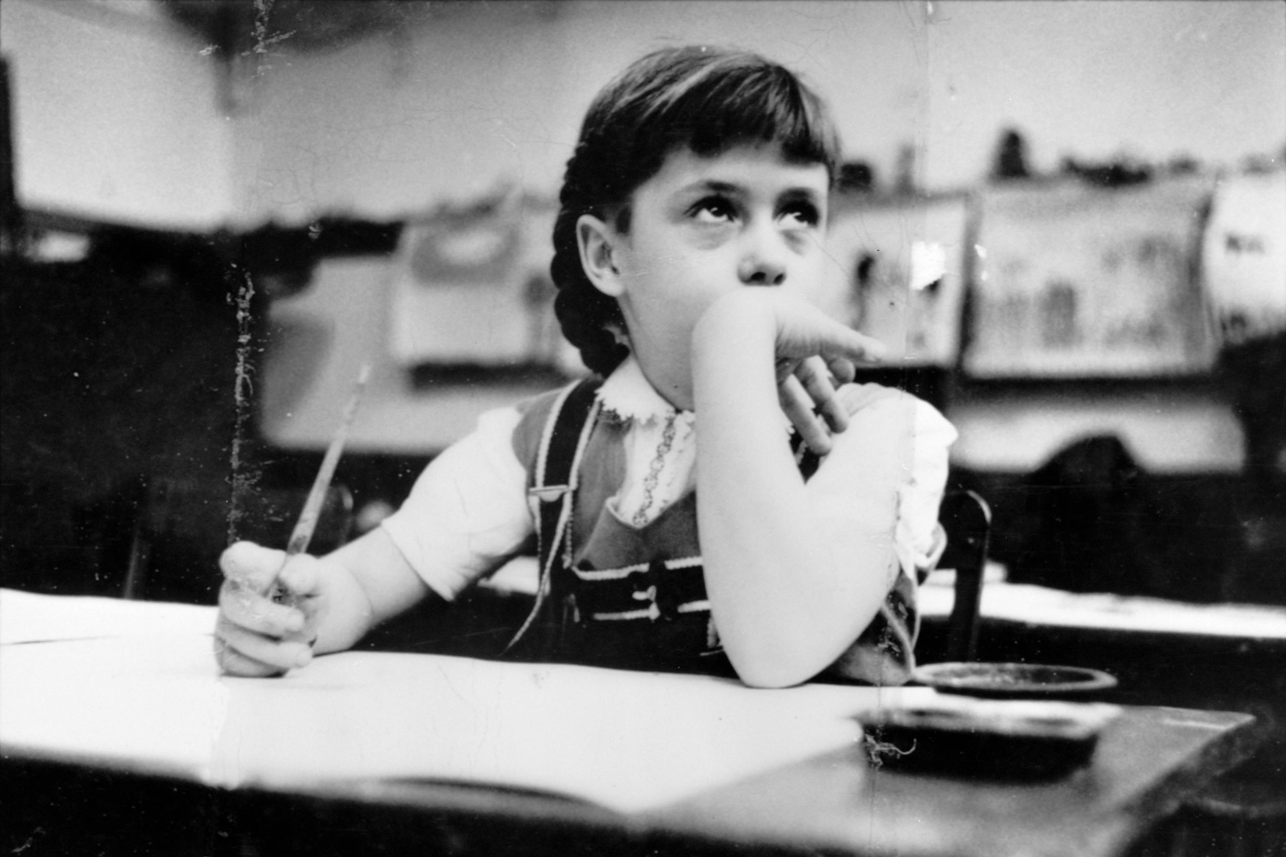Stanley_Kubrick_-_girl_in_classroom_cph.3d02345-1.jpg