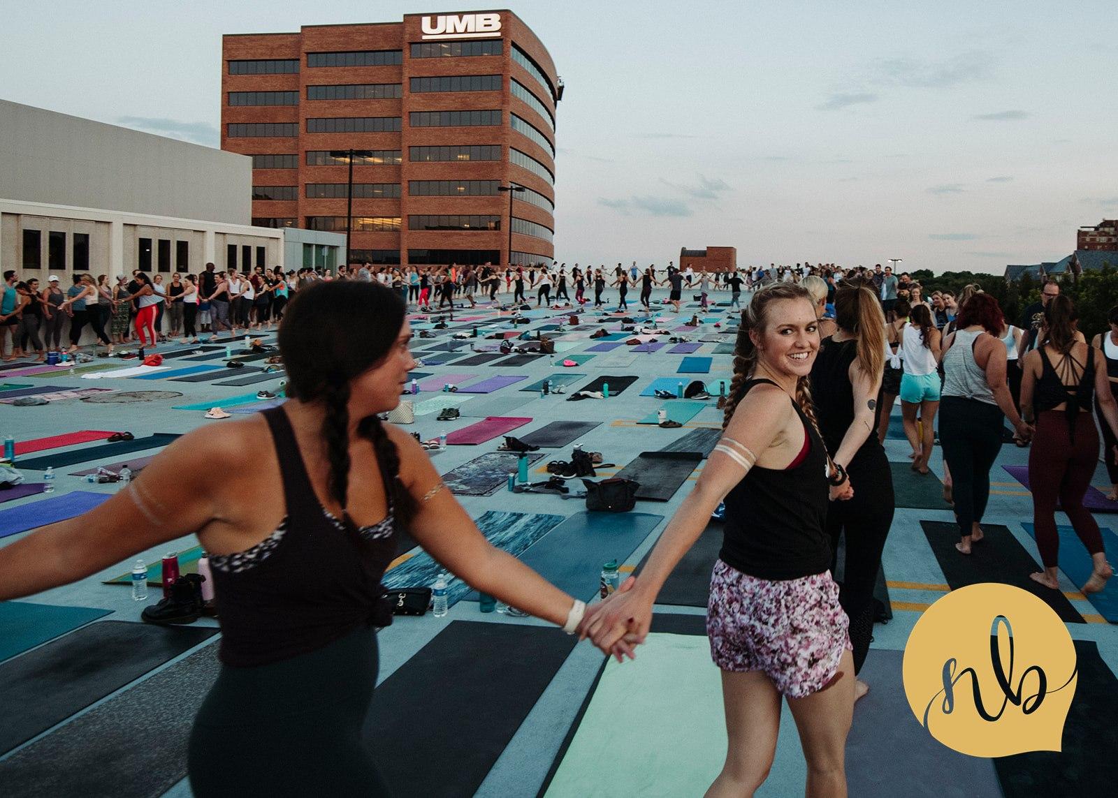 Salute_the_Sunset___Powerlife_Yoga___Nicole_Bissey_Photography_171.jpg