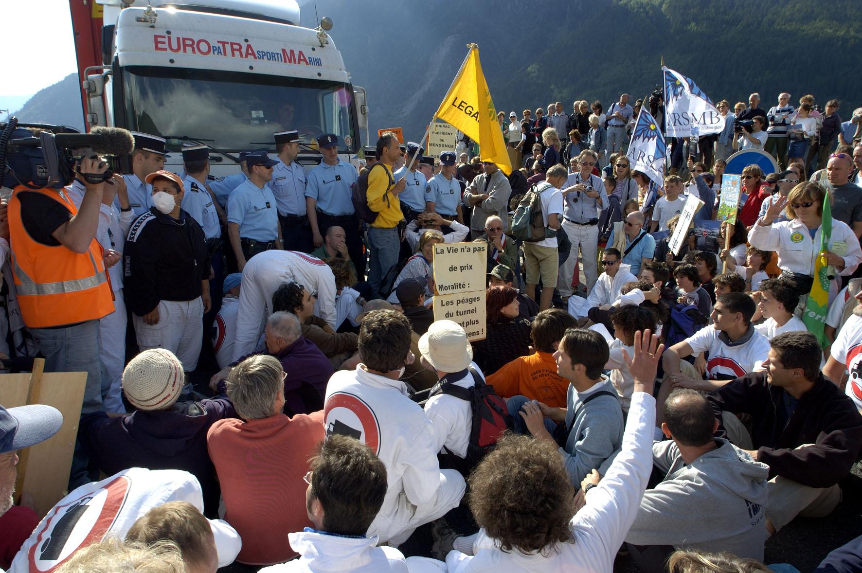 8 juin 2005, action citoyenne spontanée à Chamonix suite à l'accident du tunnel du Fréjus