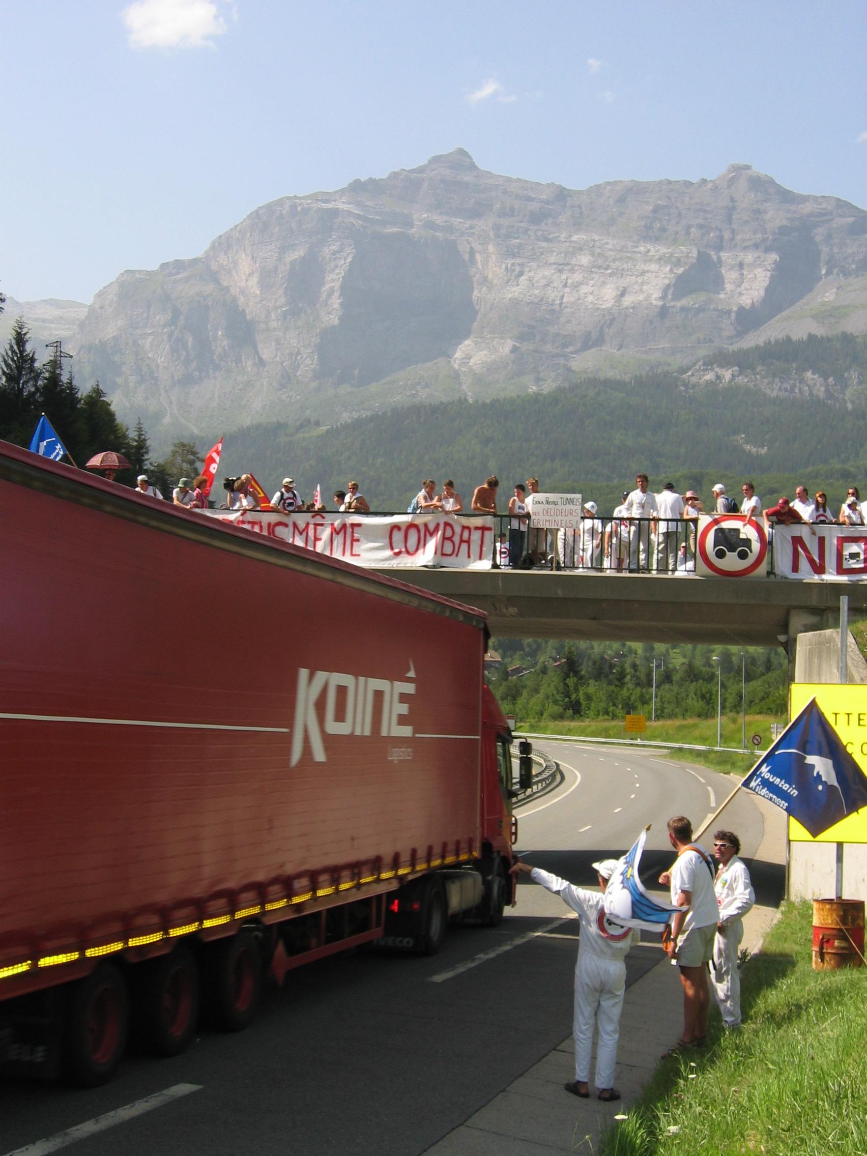 28 juillet 2005, manifestation Servoz