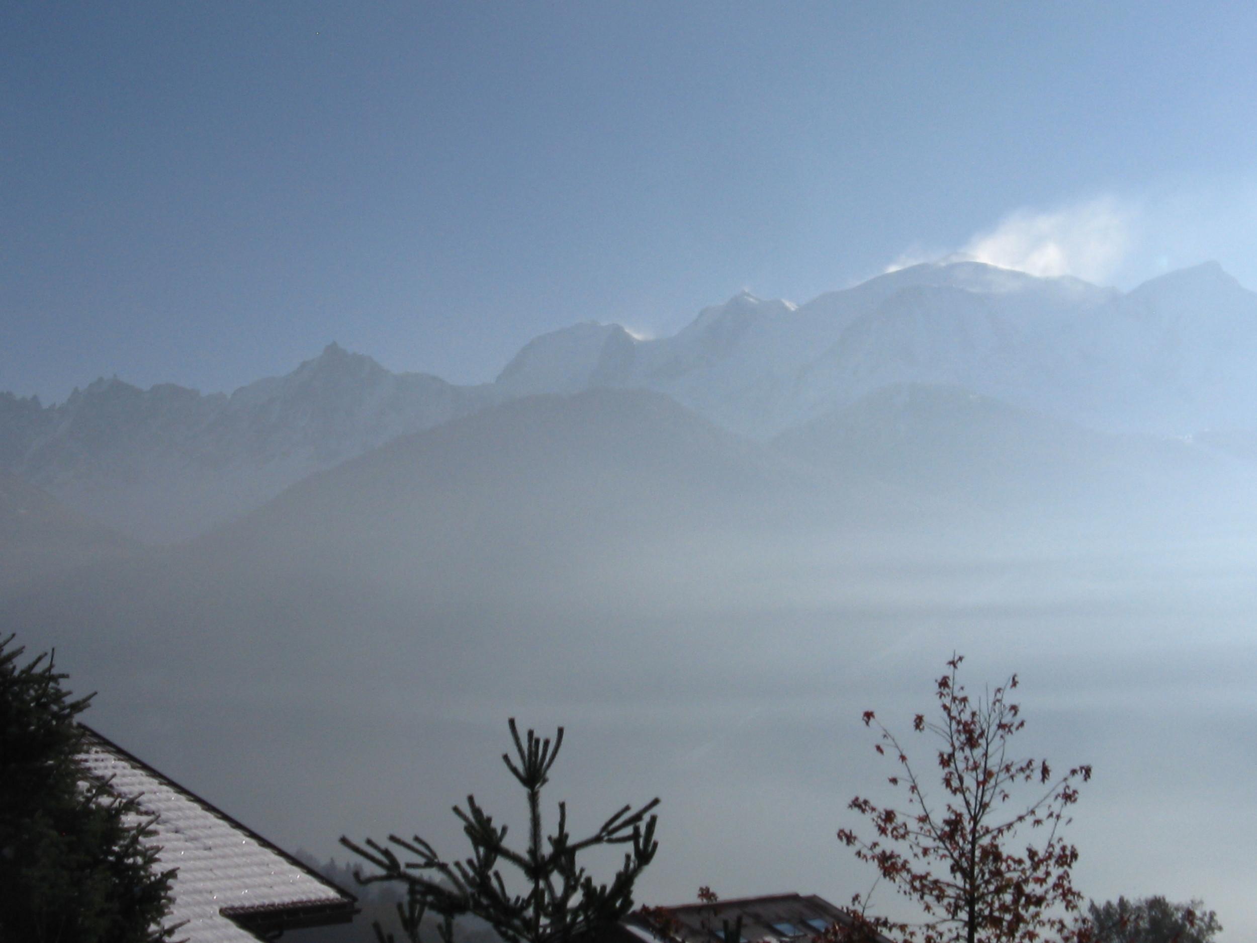 28.11.2013 niveau d'inversion des températures élevé, tout le pays du Mont-Blanc baigne dans la couche de pollution