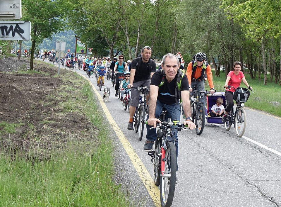 Sur la route : familles, enfants, citoyens engagés pour la mobilité propre. – avec  Jacques Venjean  .