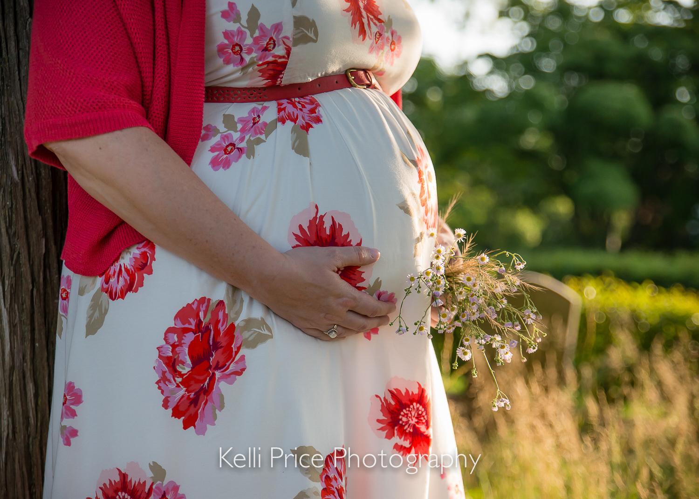 Sunny Baby Bump - Atlanta Maternity Photo Session - Historic Oakland Cemetery, GA