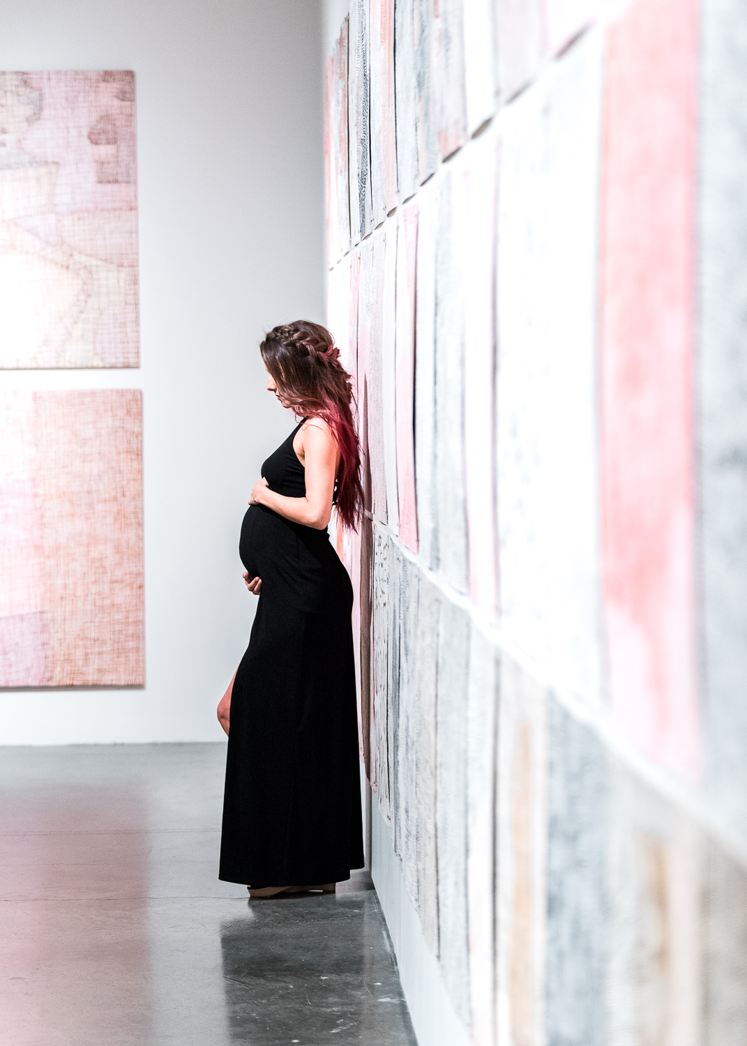 MelissaMaternity_3_KelliPricePhotography_NVMuseumArt_March2018.jpg