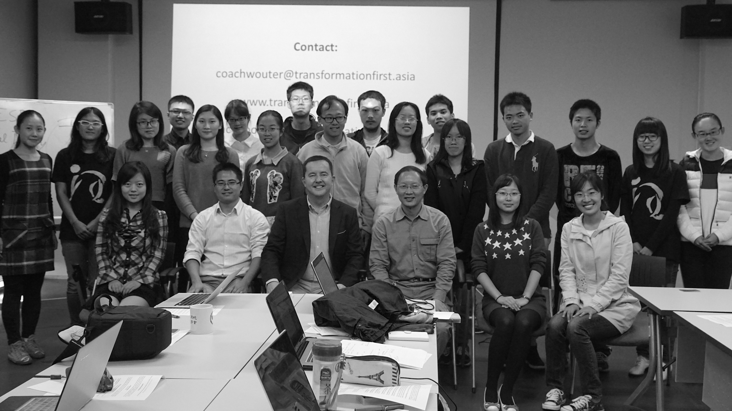 Dr Sun Fu and students of Tsinghua University's Global Environment Program discuss leadership with Coach Wouter