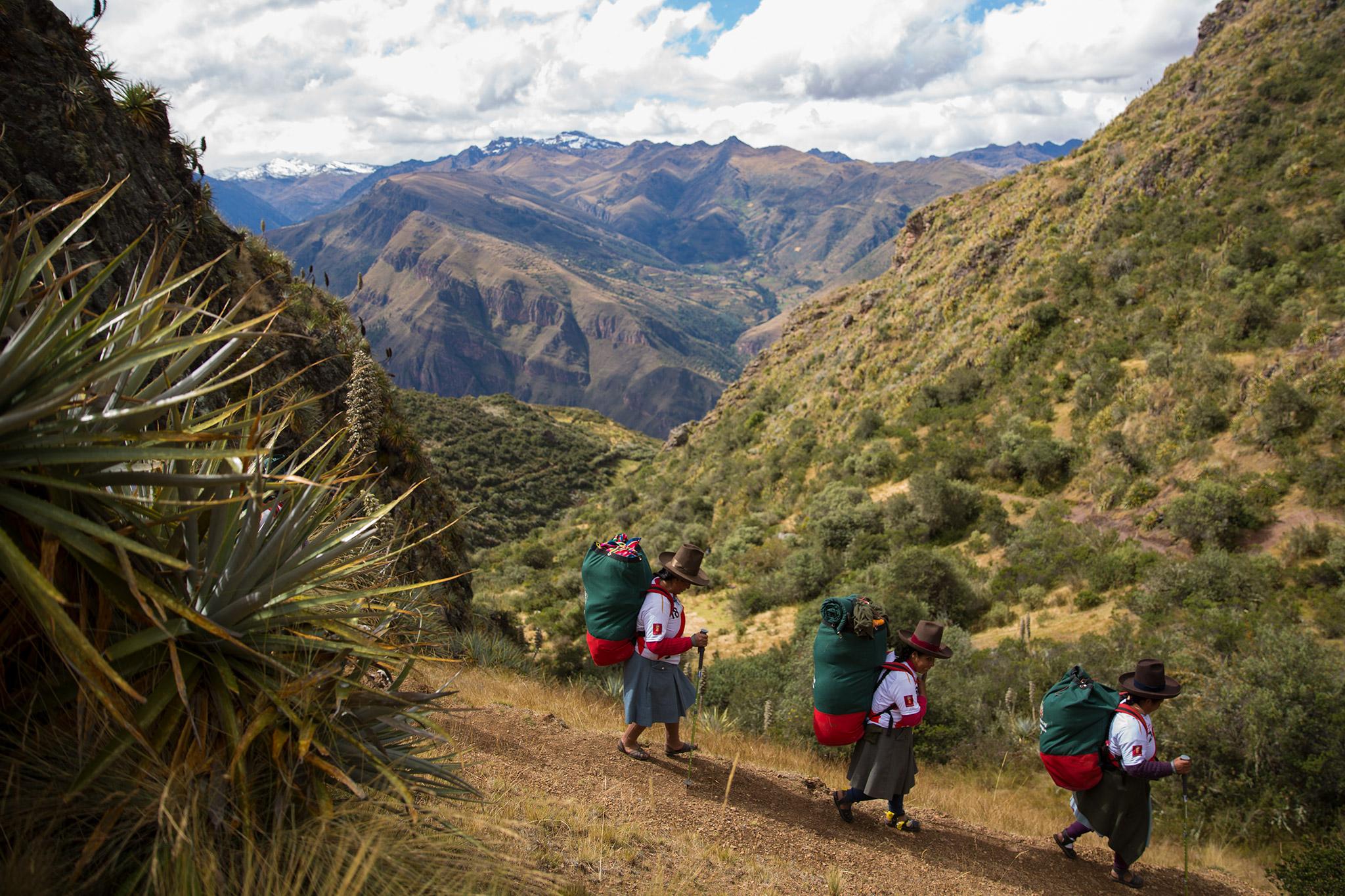 female-porters-peru01.jpg