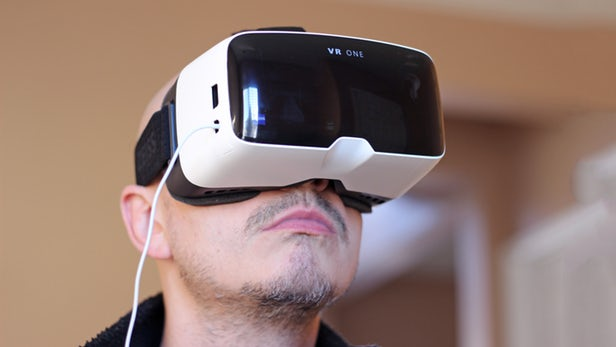 The Zeiss VR One, a virtual reality headset with a slide-out tray for the iPhone 6 (Photo: Will Shanklin/Gizmag.com).