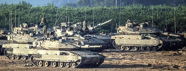 Israeli tanks near the border