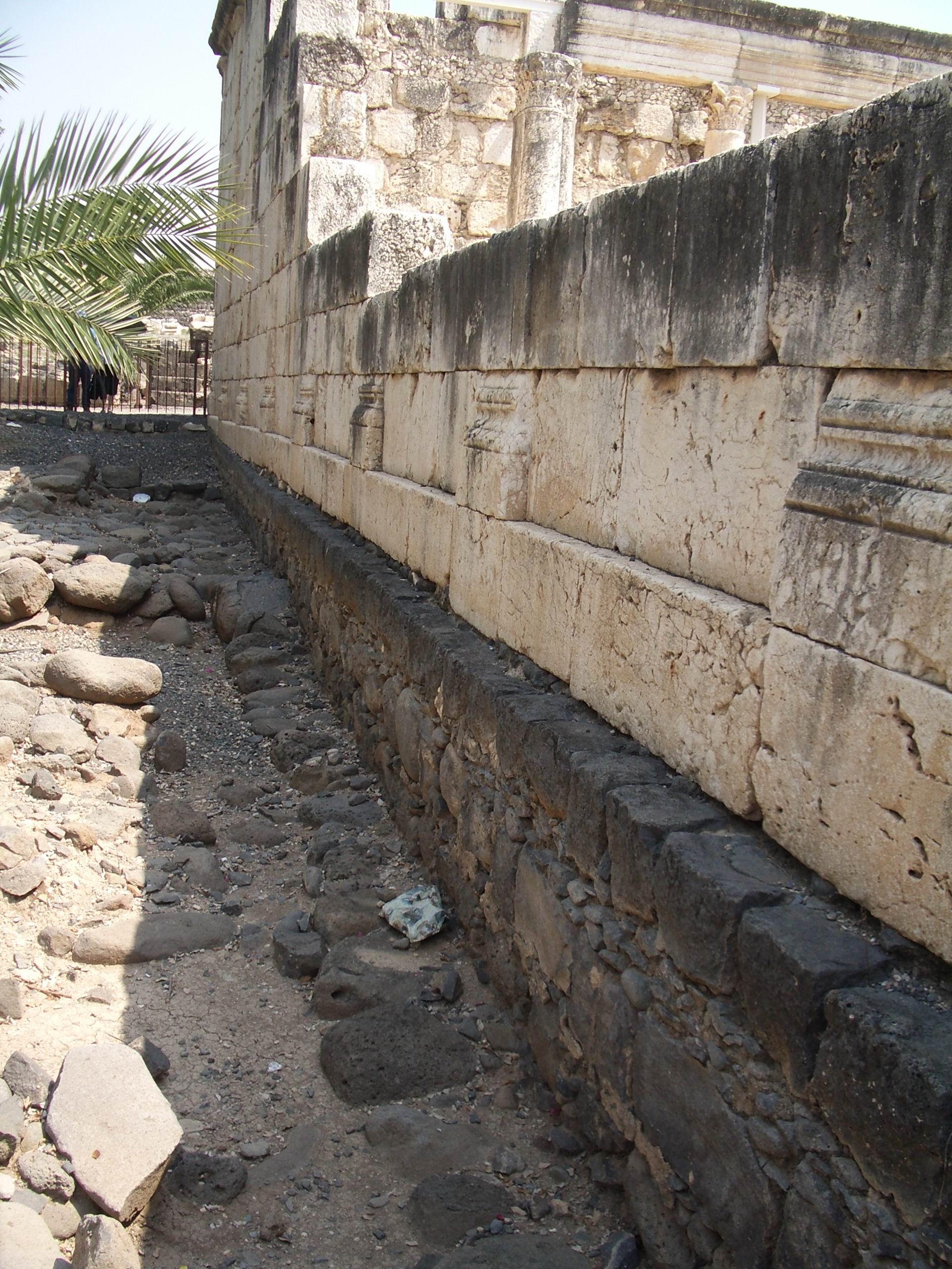 IMGP3121 Black part is top of synagogue in Jesus' day.JPG