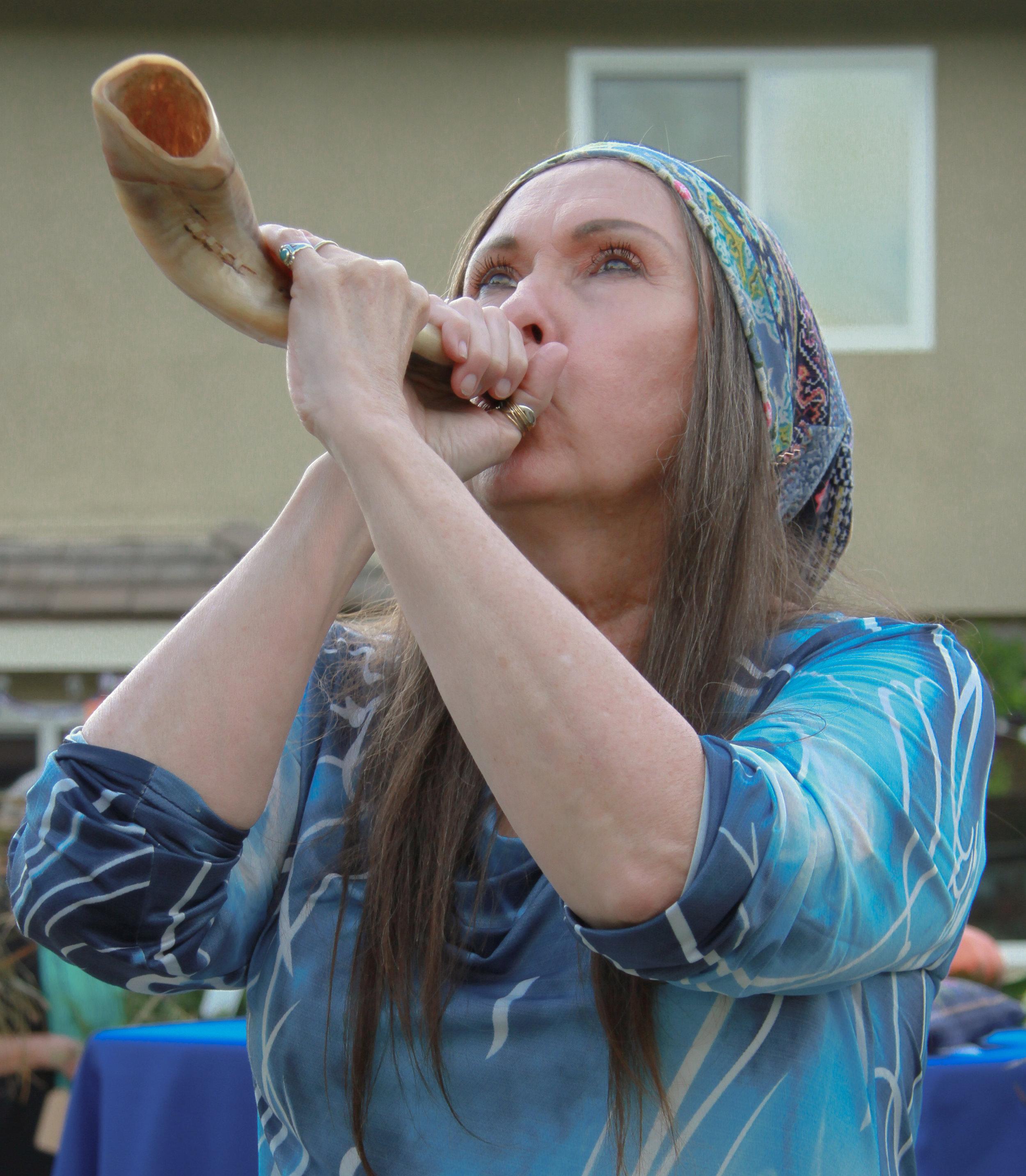 Catharina Blows the Opening Shofar