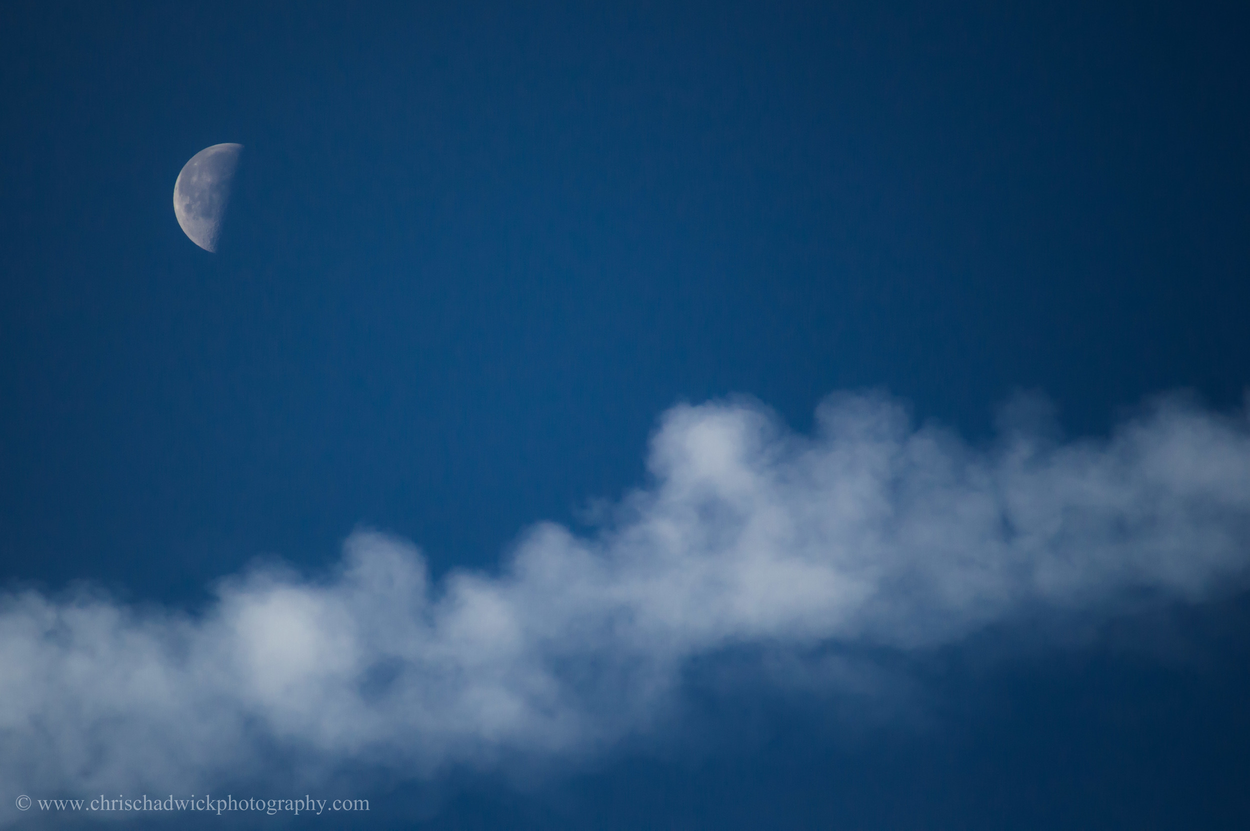 Moon_&_vapour_trail.jpg