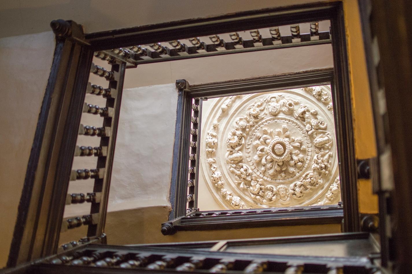 Druid's_Head_ceiling_rose.jpg