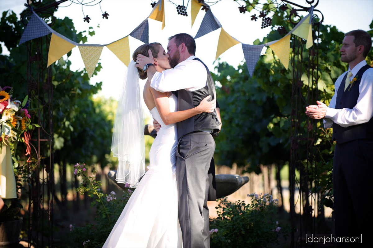 scribner-bend-winery-wedding- 024
