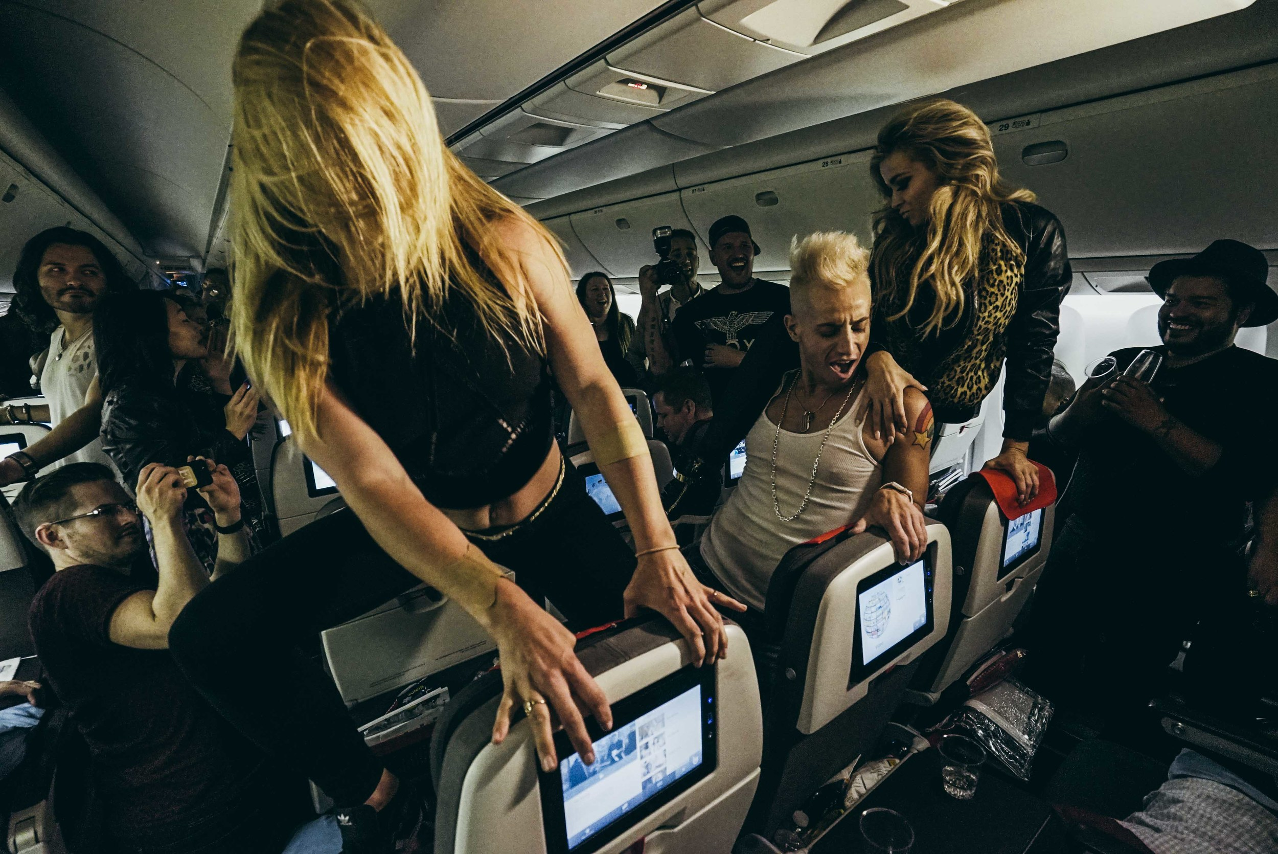 Carmen Electra dances with Frankie Grande and friend on the Austrian Airlines plane to Vienna.