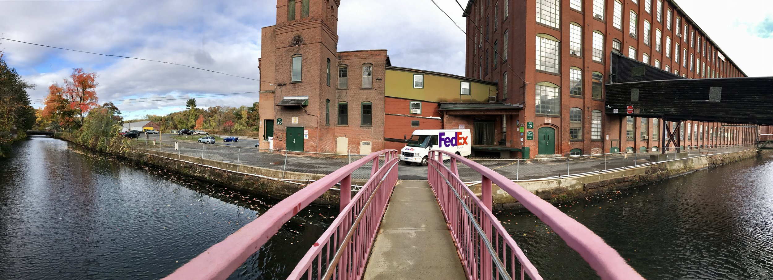 PANO IMAGE OF INSIDE PARKING LOT AND ENTRANCE 19 TO DAVE'S STUDIO